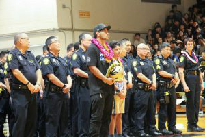 Colleagues 和 family came to honor police officer Kaulike Kalama, a McKinley alumni who was in the police department for nine years. Kalama died in a shooting during a call in January.